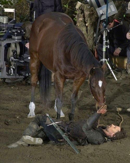8. Během natáčení se mnohokrát zranil a dvakrát měl blízko k smrti
