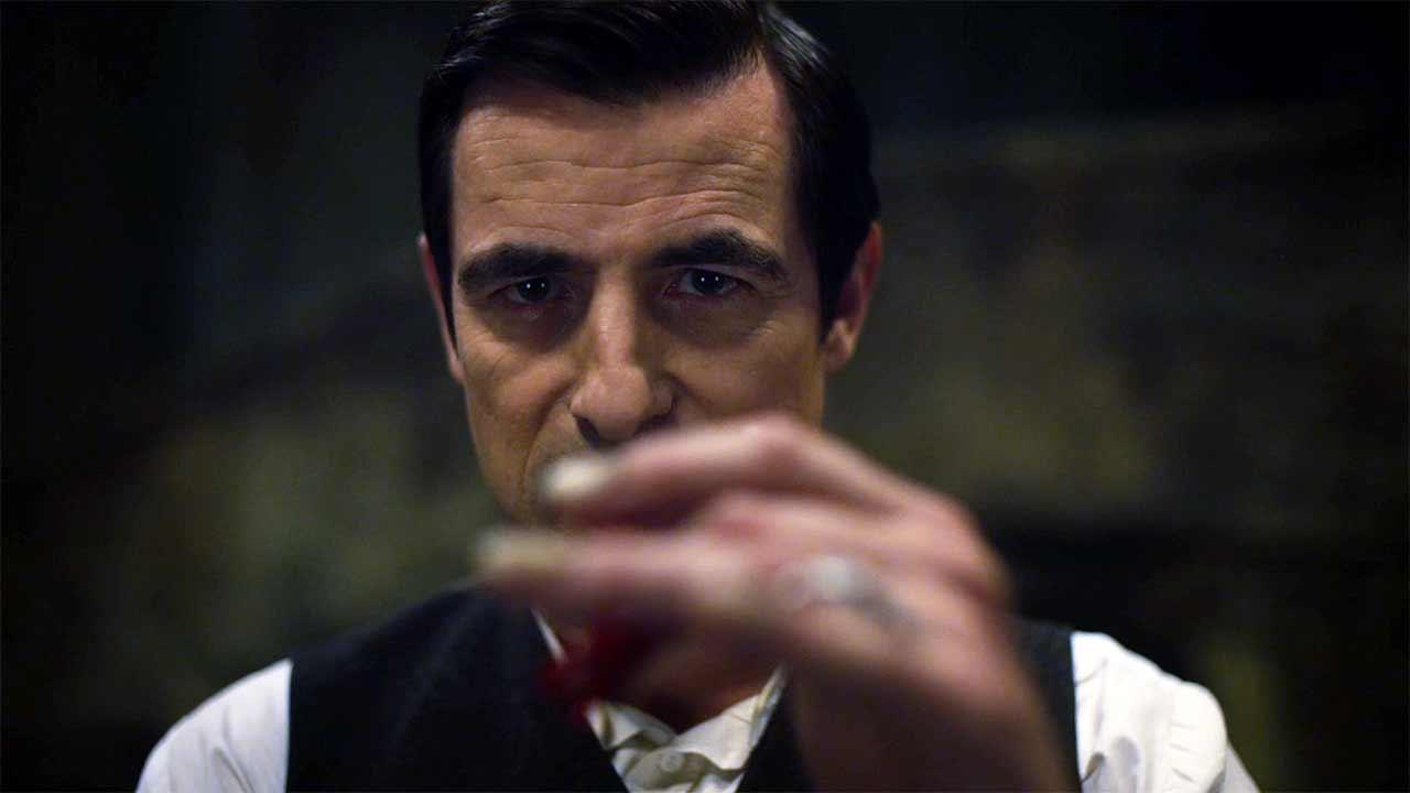 První dojmy: Dracula od Netflixu ctí předlohu a modernizuje ji