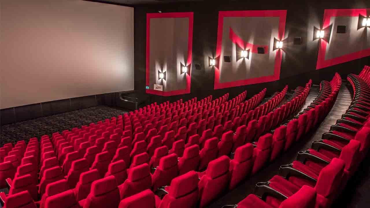Již zítra se otevřou kina. Známe detailní opatření i programovou nabídku