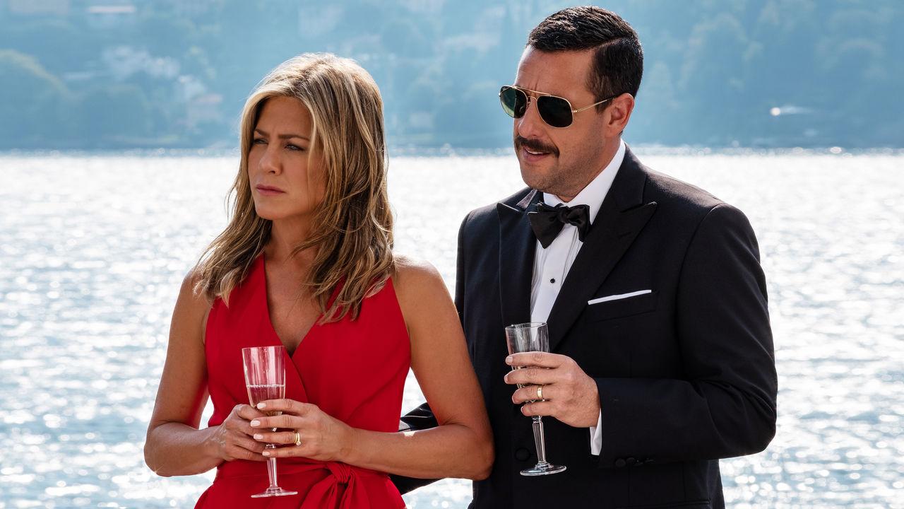 Jennifer Aniston a Adam Sandler čelí vraždě v nové komedii Netflixu