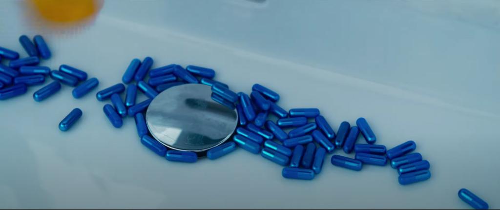 Neo je zpět a dopuje se modrou pilulkou