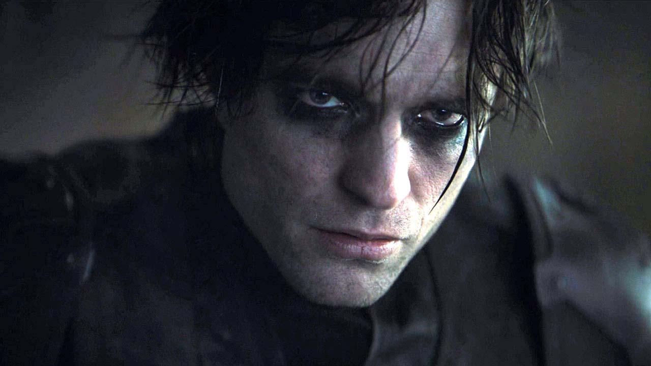 Upalování i brutální akce. Pattinsonův Batman má nářezový nový trailer