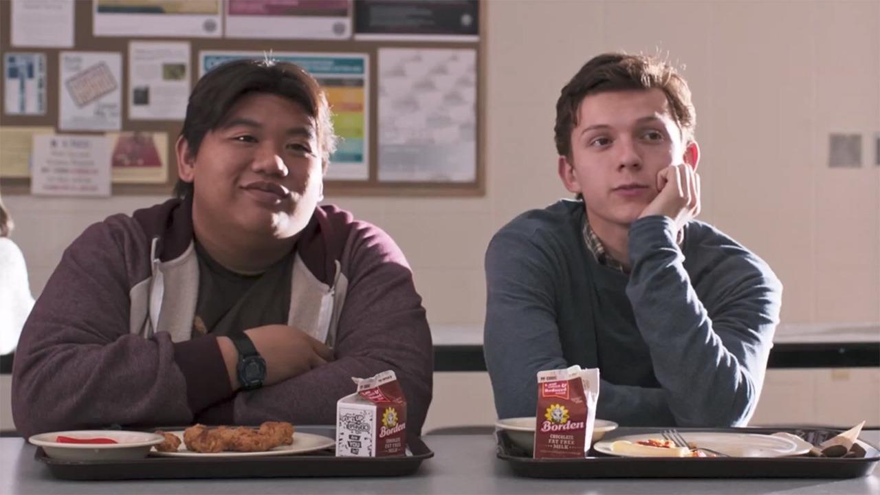 Peter Parkera a Ned chodí pořád společně do školy?