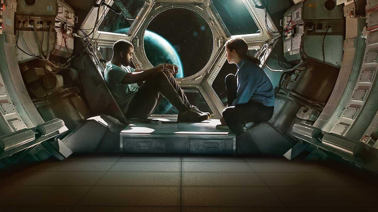 Sci-fi roku? Nový trailer Netflixu láká na boj o přežití ve vesmíru
