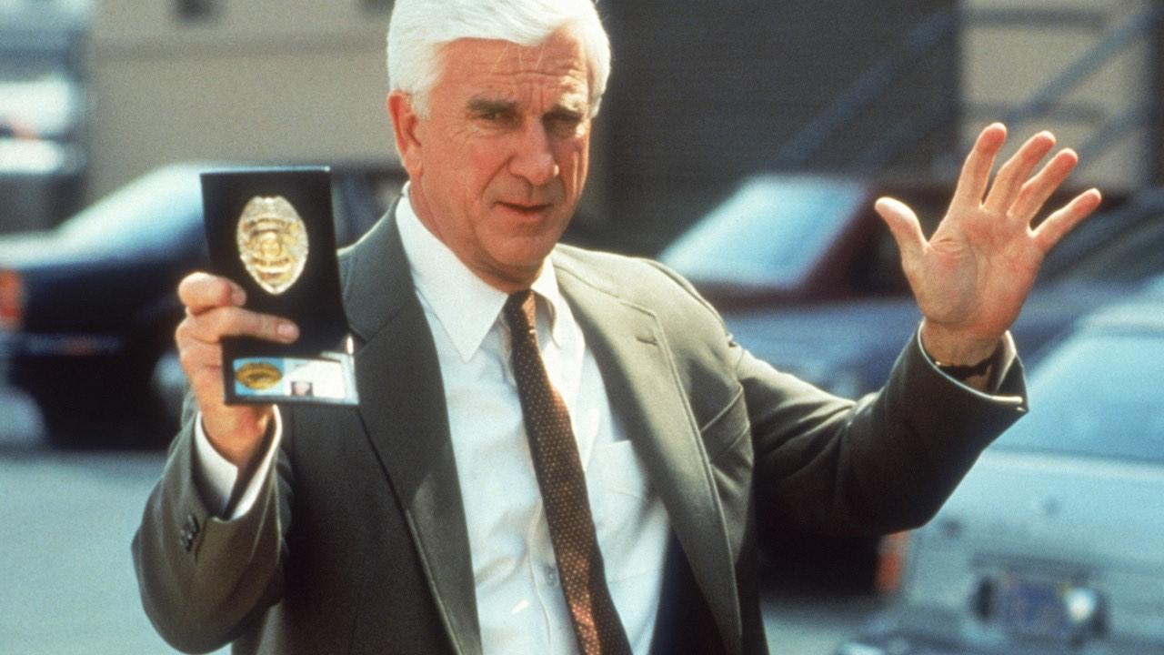 Poručík Frank Drebin, policejní oddělení!