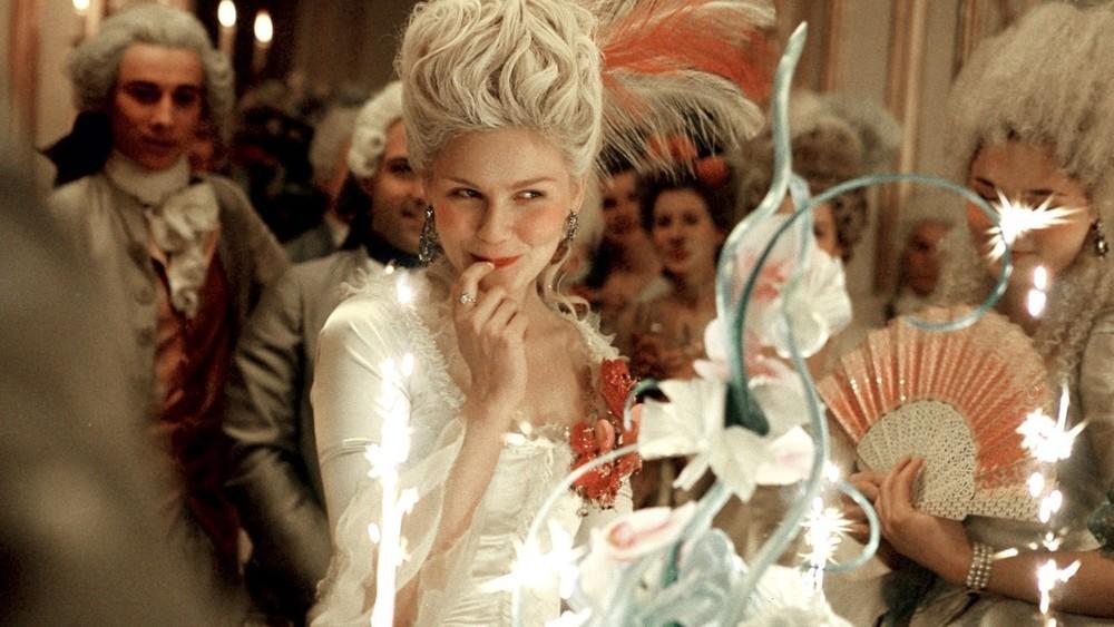 Dostala vás Favoritka? Známe 10 historických filmů, které budete milovat