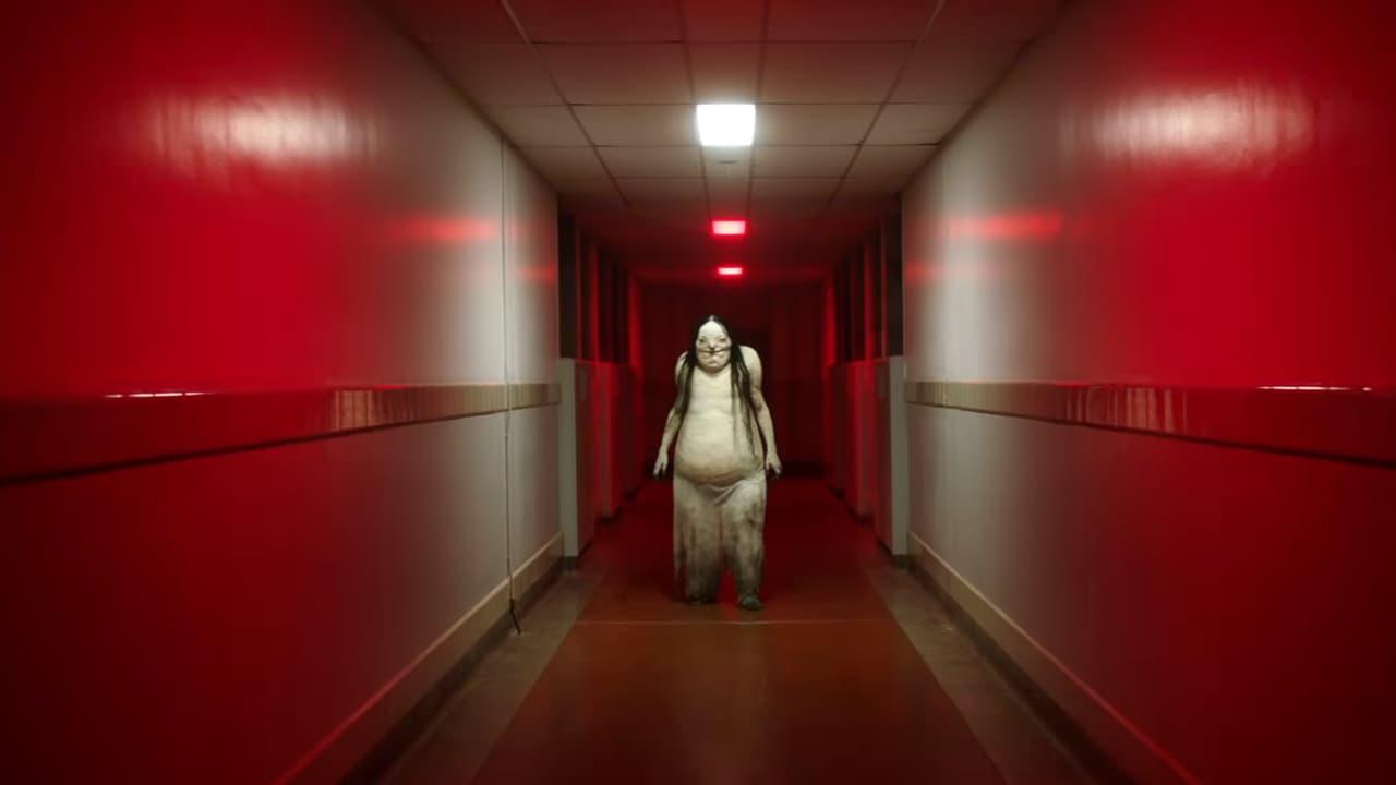 Objetí tlusté ženy v Nočních můrách z temnot