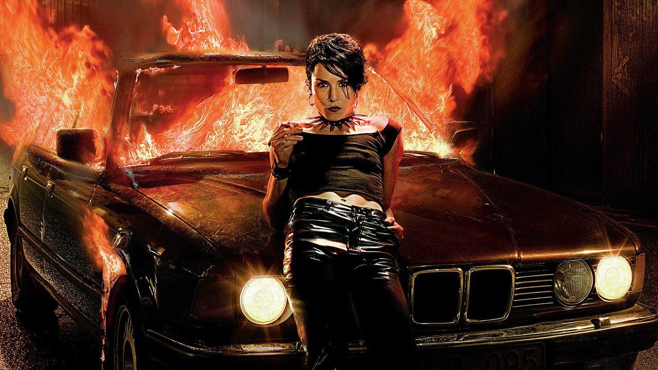 Dívka, která si hrála s ohněm online