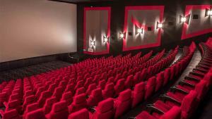 K otevření kin dojde 24. května. Půjdeme do nich s respirátory a testem?