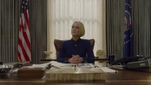 Frank Underwood zemřel, jak si v novém traileru House of Cards povede Claire?