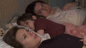 Manželská historie od Netflixu je feel-good dramedií roku