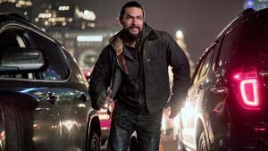 Nové trailery Netflixu lákají na zombie akci a pomstychtivého Jasona Momou