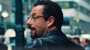 Adam Sandler herecky vládne šílenému Drahokamu od Netflixu