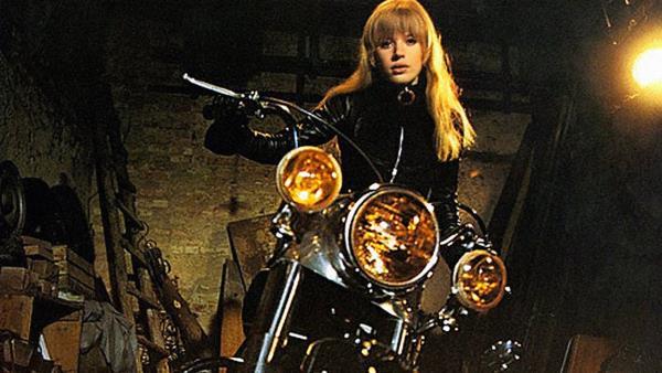 Dívka na motocyklu