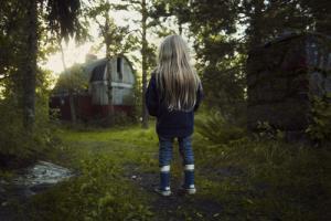 Aamulla viemme lapset metsään