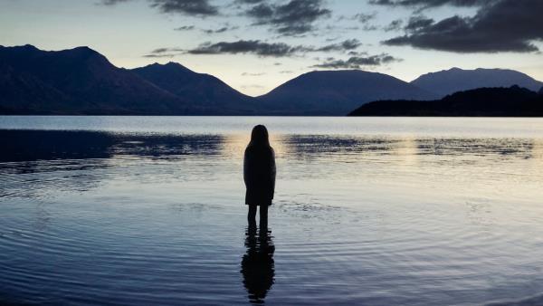 Stíny nad jezerem