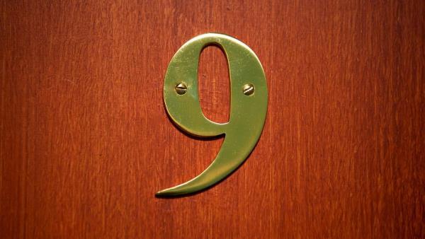 V čísle 9